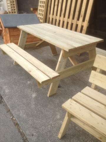 6ft Picnic table €175